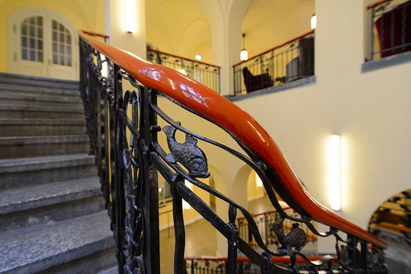dettaglio scala hotel oderberger