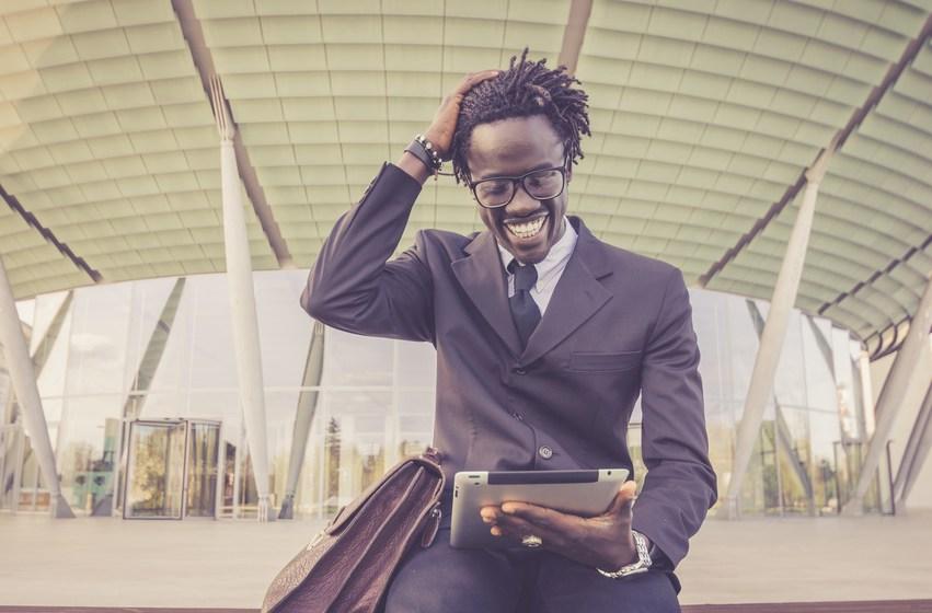 La transformation digitale pousse-t-elle à remplacer les ressources humaines par les relations humaines ?