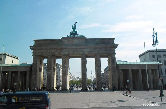Foto mostra Portão de Brandemburgo, situado na Alemanha: cooperativas lá são uma realidade