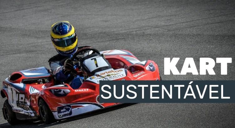 Foto mostra kart em pista de corrida