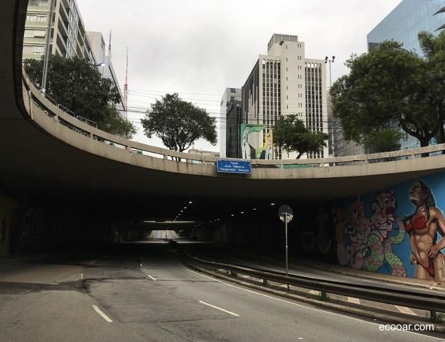 Foto mostra túnel vazio no centro de São Paulo