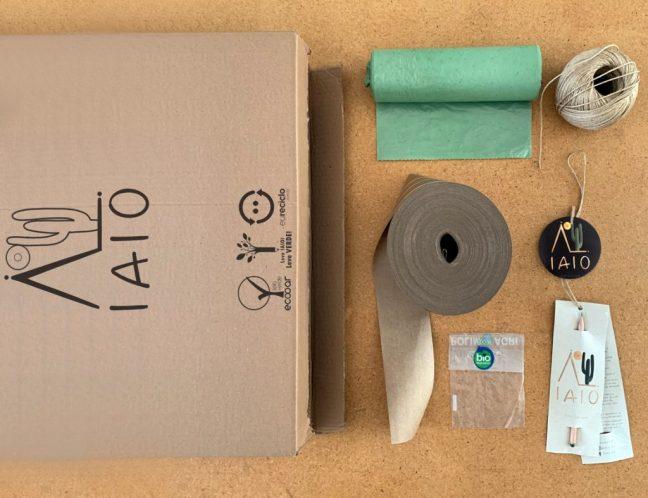 Embalagens da espreguiçadeira e itens da IAIO