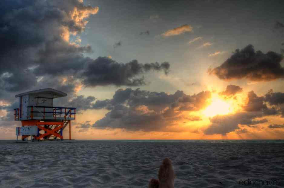 Shot of the Day-Rise and Shine in SoBe - image  on http://blog.edinchavez.com