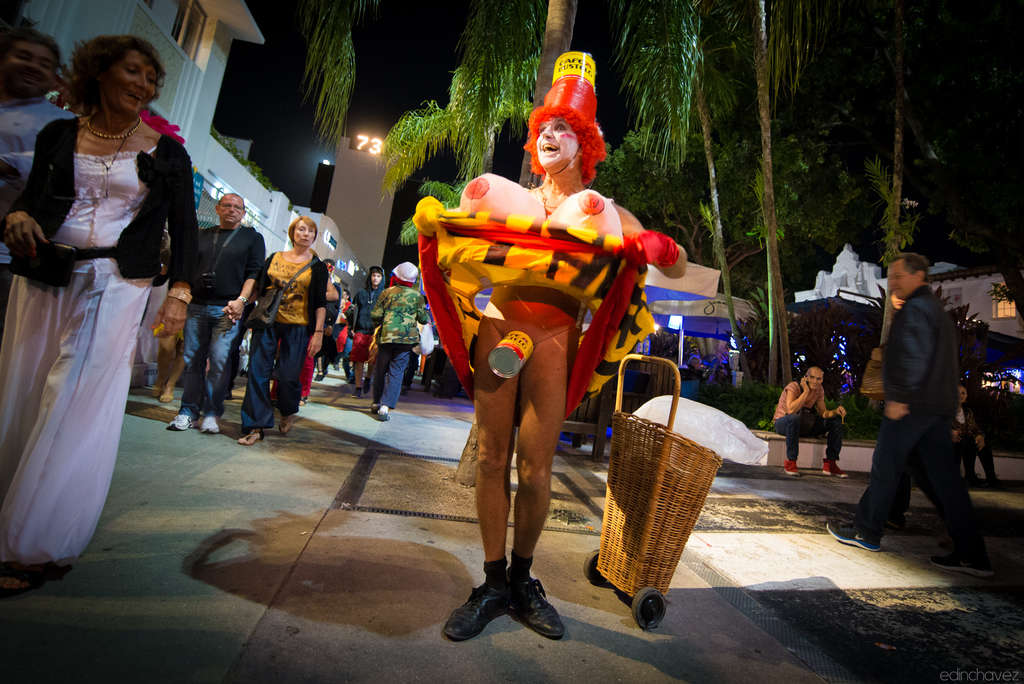 Miami Beach Halloween on Lincoln Road 2012 - image  on https://blog.edinchavez.com
