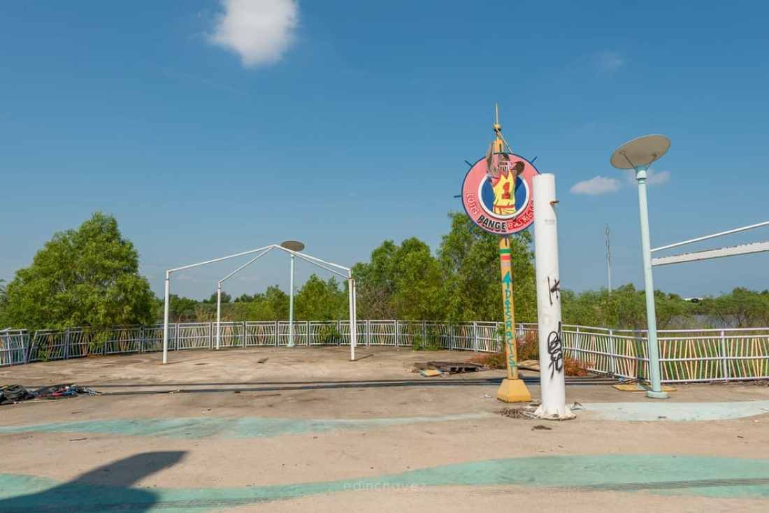 Abandoned Six Flags New Orleans-21