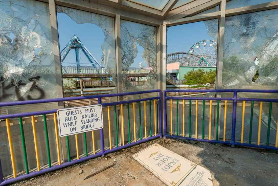 Abandoned Six Flags New Orleans-96