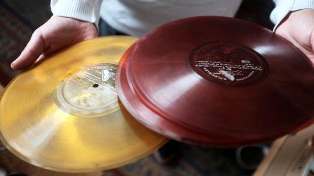 _86546228_coloured-discs