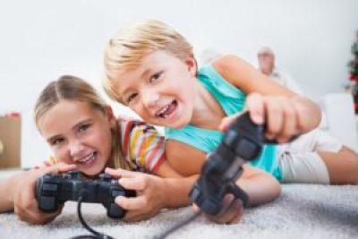 Bambini che giocano ai videogame