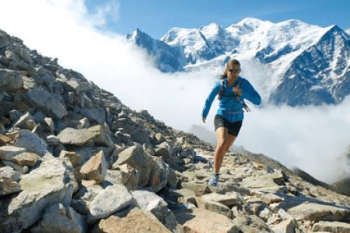 trail dans les rochers