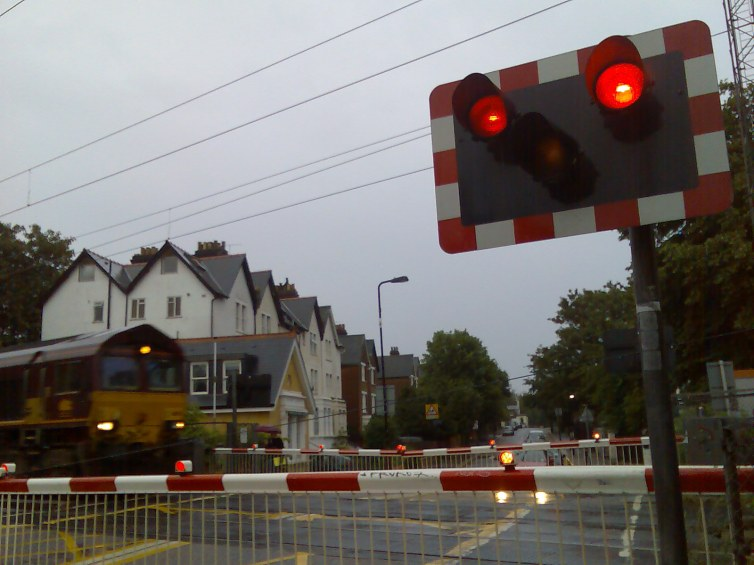 Acton_Central_level_crossing