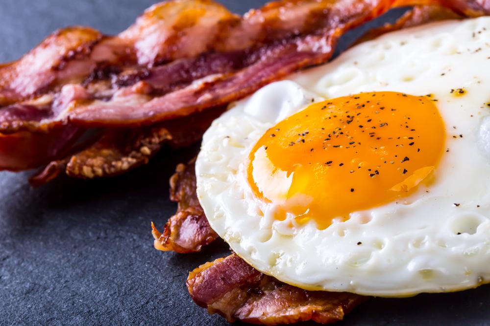 ou posat pentru micul dejun
