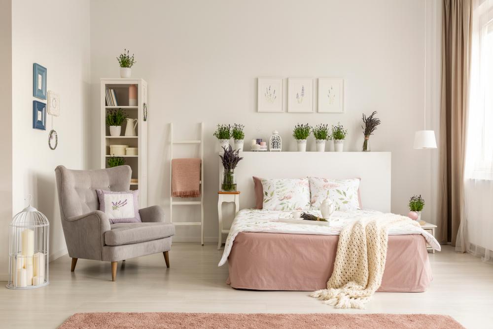 cromatica dormitorului pentru femei