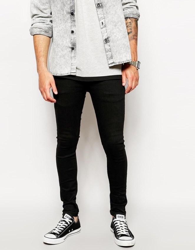 5. Jean muy chupin con zapatillas con punteras.