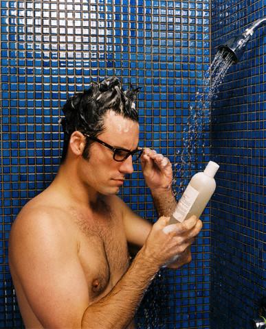 4. Leer las etiquetas del Shampoo.