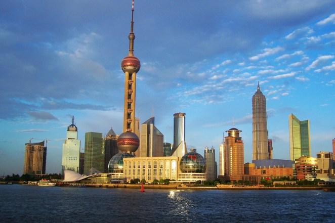 18. Si hacés un pozo en Buenos Aires que atraviese el mundo por el centro de la Tierra, aparecerías cerca de Shangai, China.