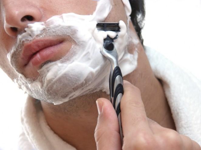4. El ácido del estómago es tan potente que puede disolver una hoja de afeitar.