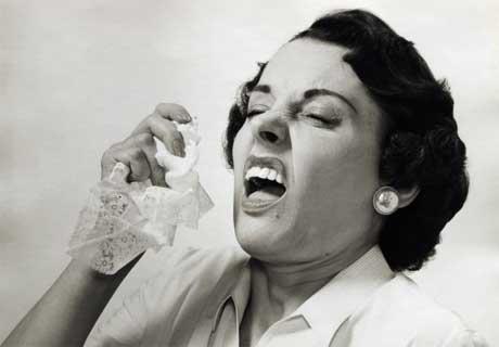 8. Los estornudos van a 70 km/h y pueden alcanzar hasta 20 metros de distancia.