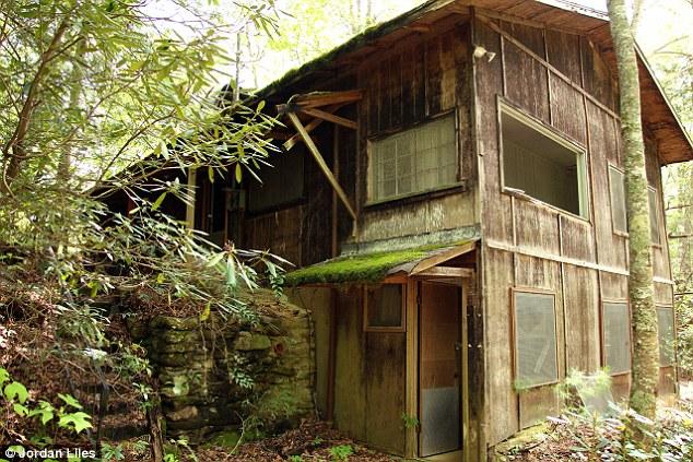 1. En 2013 Jordan Liles se puso a recorrer una zona boscosa en Tennessee, Estados Unidos.