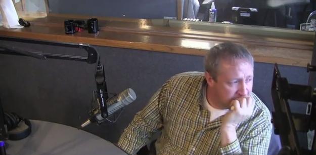 Como cada año, la radio comenzó a leer deseos de navidad, y en esta oportunidad invitaron a David al estudio.