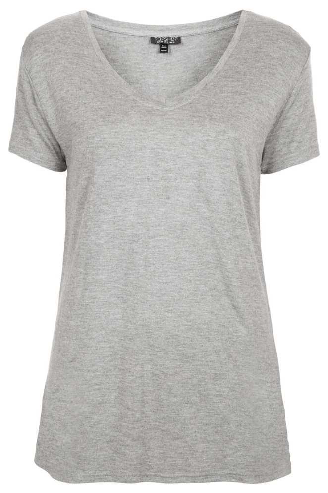 7. Remera de algodón gris. Si ya tenemos la blanca, la próxima que necesitamos es la gris.