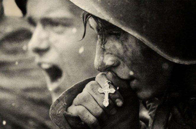 27. Soldados rusos se preparan para la batalla de Kursk, julio 1943.