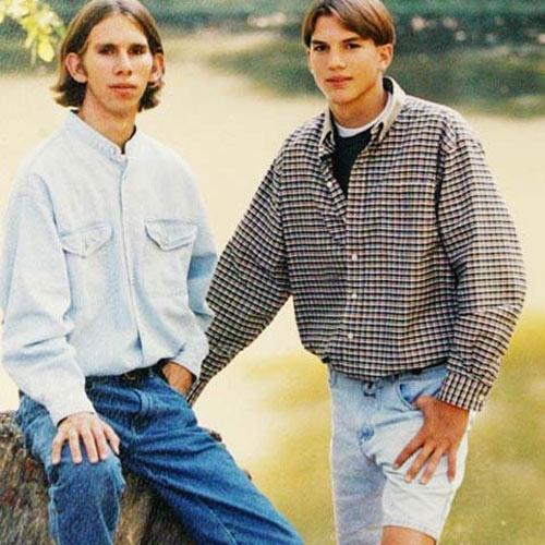 5. Ashton Kutcher tiene un gemelo llamado Michael