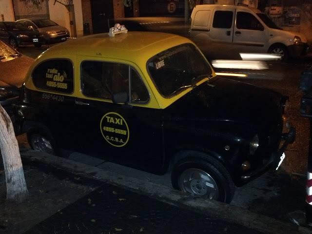 5. Si viajar en taxi sale carísimo, imagináte viajar en uno así.