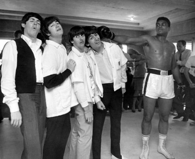 Muhammad Alí jugando con Los Beatles