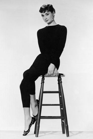 Cuando las tendencias de la moda son demasiadas, volvemos a lo atemporal. Audrey Hepburn con sus Balerinas.
