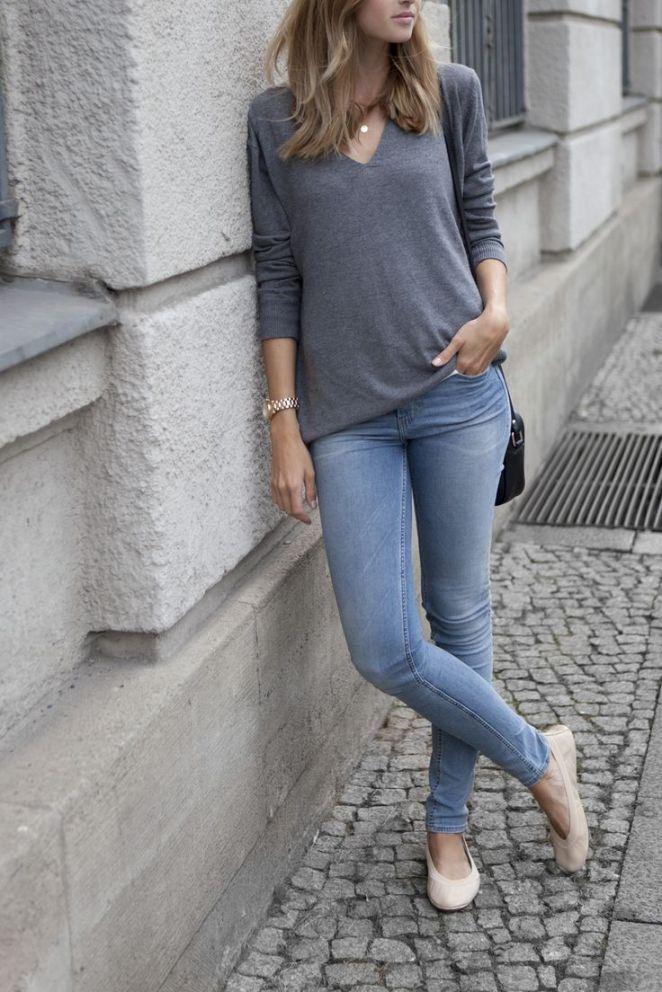 21. Jeans, remera gris y balerinas