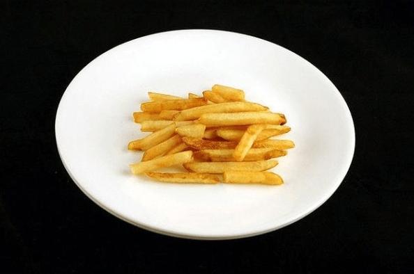 1. Aproximadamente 73 gramos de papas fritas equivalen a 200 calorías.