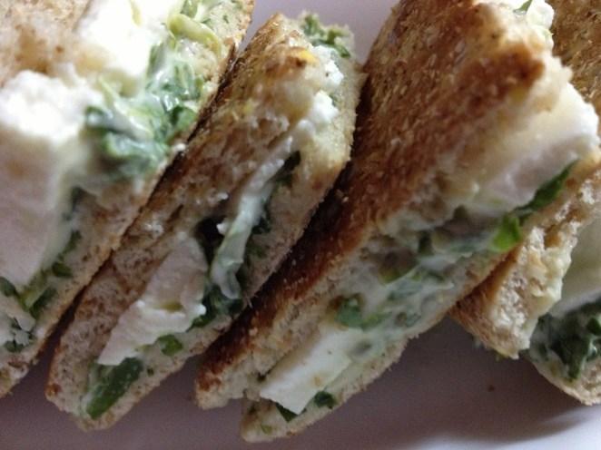 8. Sandwich de berro, huevo duro y mostaza