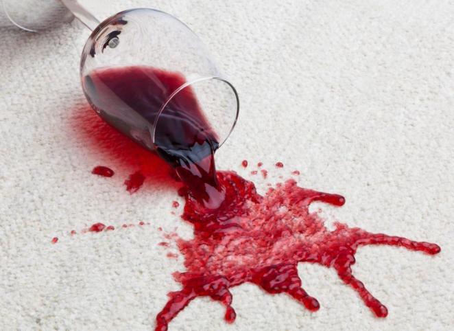 6. Saca manchas de alfombras limpiándolas con un trapo embebido en la gaseosa