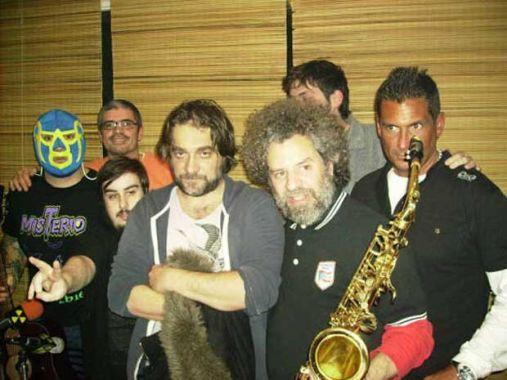 2. Formó parte de Los Fabulosos Cadillacs, hasta que abandonó la banda.