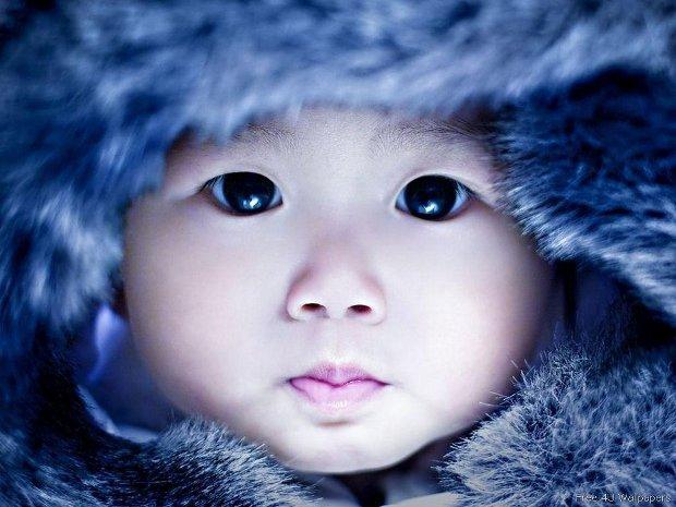 13. Cuando los bebés esquimales tienen mocos, sus madres los succionan para ayudarlos a respirar mejor.