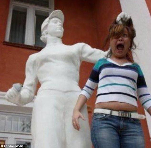 7. Un momento, ¿por qué esa estatua tiene visera?