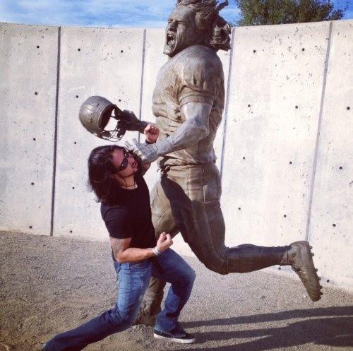 9. Cuando las estatuas por fin se rebelen, no quisiera estar en el bando contrario.