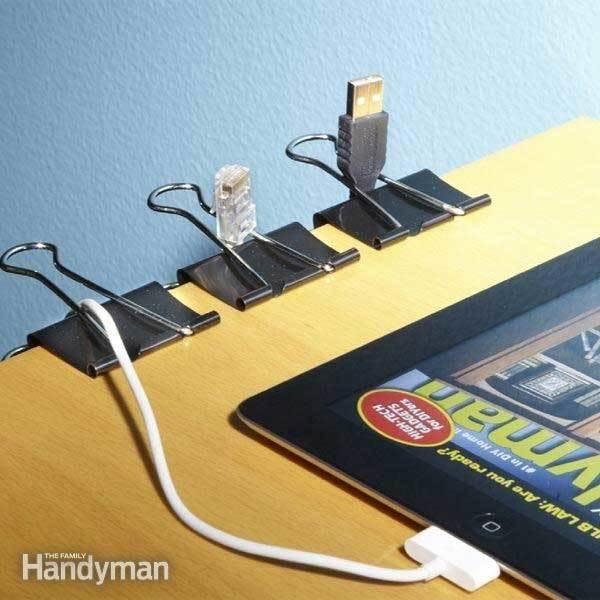17. Los sujeta papeles son excelentes organizadores para tus cables.