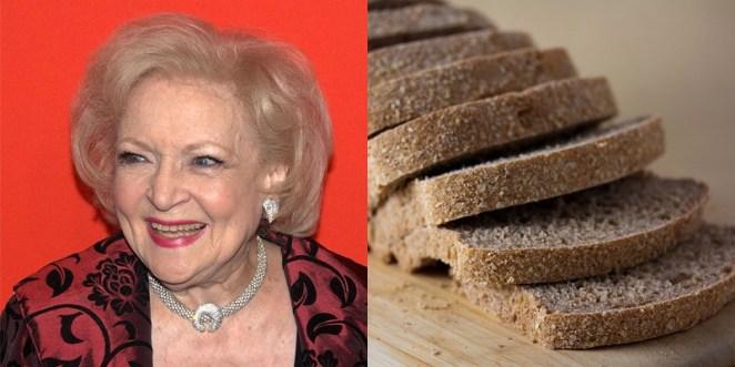11. Betty White es más vieja que el pan lactal.
