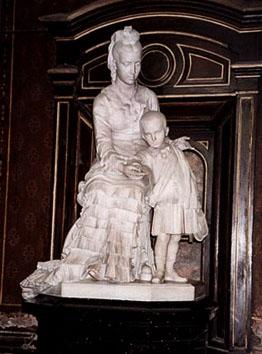 Felicitas Guerrero era una hermosa joven que se casó a los 16 años con Manuel de Álzaga. A sus 24 años, y luego de la muerte de su único hijo, queda viuda. Se relaciona con Enrique Ocampo, pero se enamora de Samuel Saénz Valiente.