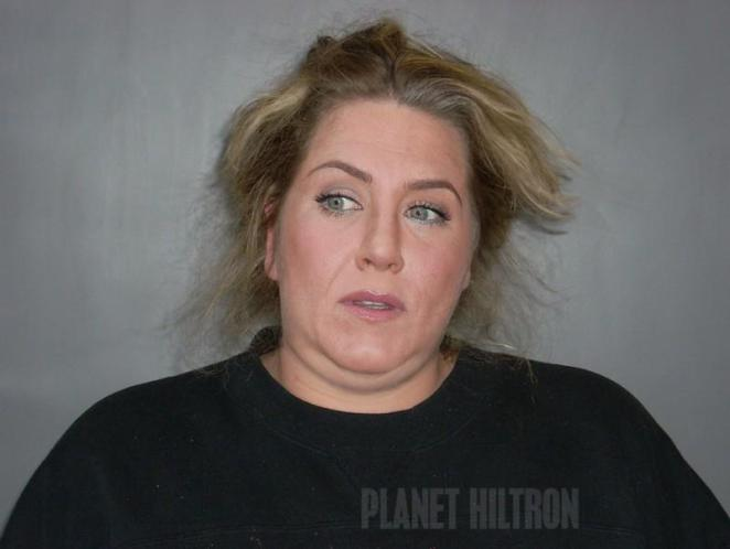 Jennifer Aniston, retenida en la policía por robar panes para panchos.