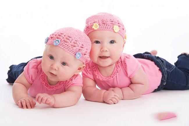 12. La forma más fácil de diferenciar a gemelos idénticos es a través del ombligo.