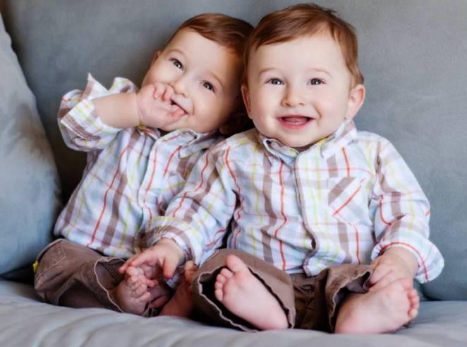 13. Una mujer tiene mayores probabilidades de dar a luz a mellizos si ella es una, si ya ha dado a luz a mellizos antes o tiene un hermano que es un hermano mellizo.
