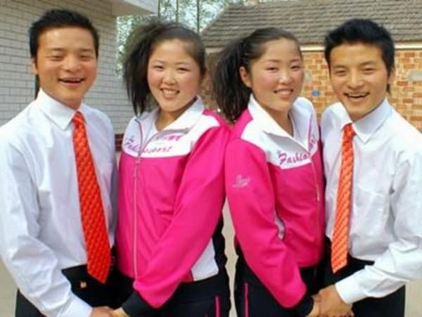 19. La gente se sorprendió cuando vio que una pareja china podía trabajar en su concurrido restaurante durante 21 horas al día sin cansarse. Resultó que estaba dirigido por dos parejas de gemelos idénticos.