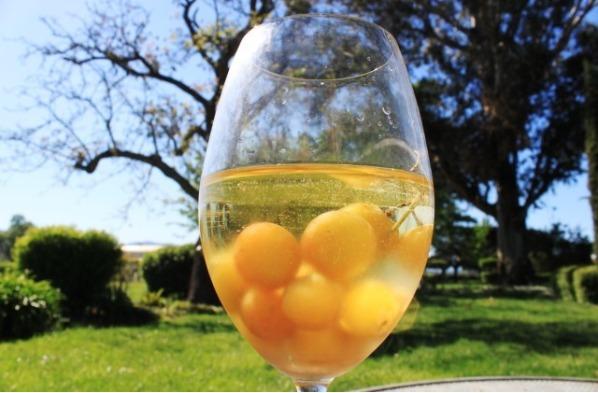 2. En lugar de hielo, usá uvas congeladas para que el vino mantenga su sabor