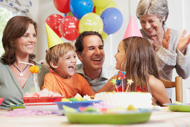 3. Aparentemente las fiestas todos siempre tienen dientes perfectos y sonrisas fotogénicas