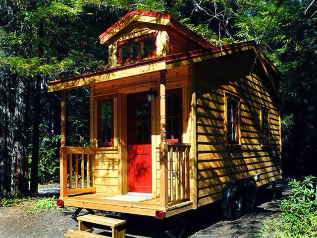 1. Una de ellas es Tumbleweed Tiny House Company cuyo dueño es Jay Schafer, que vive en esta microcasa.