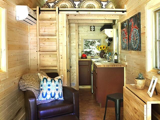 El comedor está situado junto a la cocina, es pequeña pero su diseño es increíble