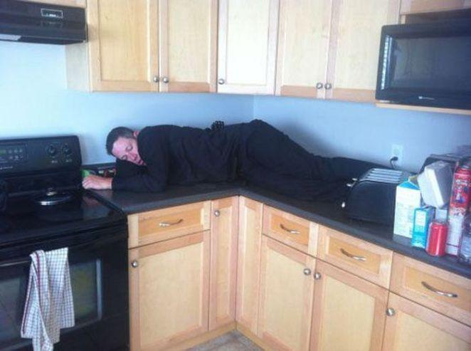 6. El dueño de la casa duerme donde quiere.