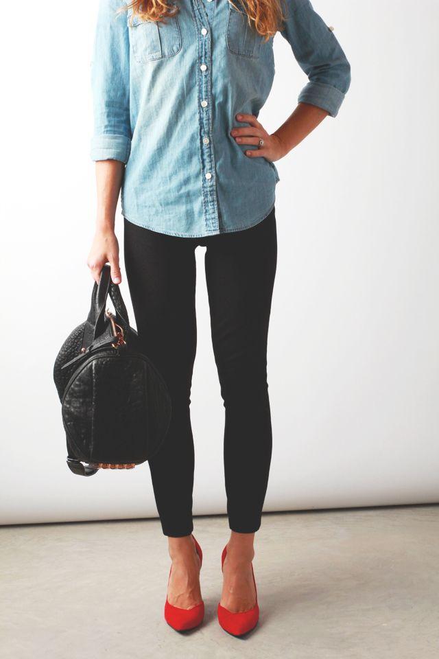 15. Chupin negro, camisa de jean y stilettos (para una ocasión semi-formal como ir a la oficina)